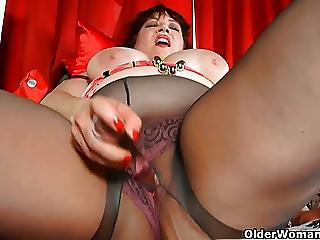 Masturbating Mature Mom Pantyhose Toy