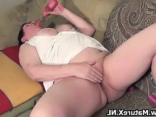 Old busty housewife wanks her shaved