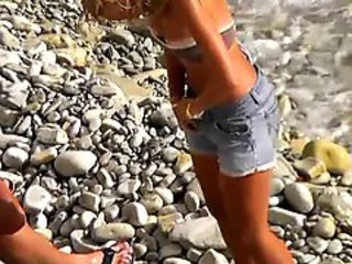 http%3A%2F%2Fxhamster.com%2Fmovies%2F3095989%2Fvoyeur_on_public_beach._the_suntanned_girl_rides_on_the_guy.html