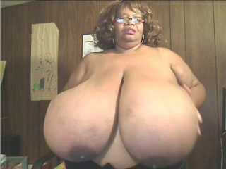 Ebony Bbw With Enormous Boobs On Cam