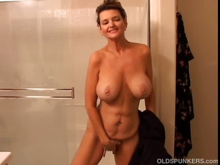 Big Tits Masturbating Mature Mom Natural SaggyTits Showers