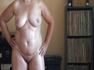 Amateur Chubby Homemade Mature Mom Oiled