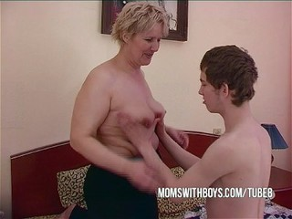 Bbw Mature Mom Seduces Cause c�lebre Friend