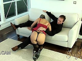 Classy lady blowing dick