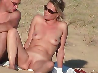 Bitch noticed voyeur and showed her pussy