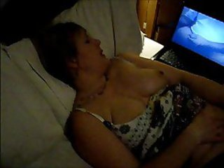 Slutwife Laura getting off over the computer