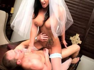 Big tits girl fucked for few minutes befor her wedding