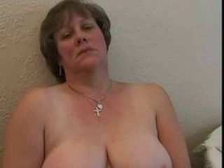 Amateur Chubby Mature Mom SaggyTits