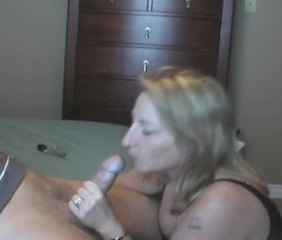 Mature woman do blowjob