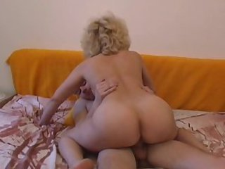 Amateur Ass Mature Mom Old and Young Riding