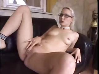 Nerdy Blonde Beauty Loira Tarada Loves Bangin' On The Couch
