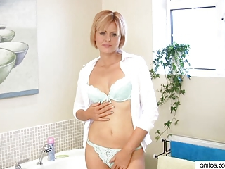 Amazing Milf Housewife Masturbation