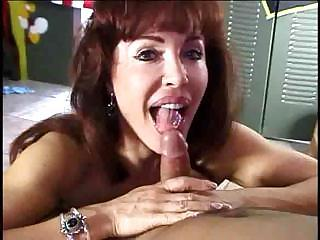 Mature Babe Showing How She Sucks A Hard Cock Before Fucking It