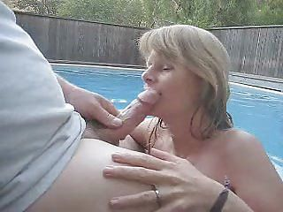 Blowjob on the pool