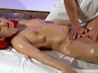 Model Amateur Fingered Before Sucking On Masseur Dick