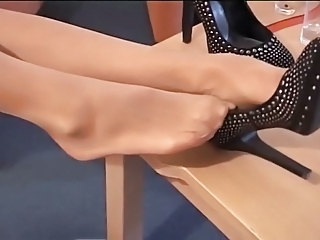 LONG Trotters IN PANTYHOSE