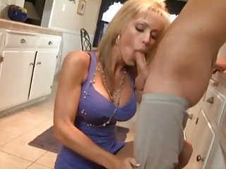 Fucking with milf in be passed on kitchen