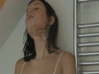 darkhair girl mastrubating to dramatize expunge shower