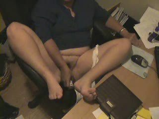 Chubby HiddenCam Masturbating Mom Office Secretary Voyeur