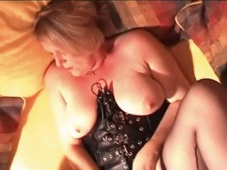 Bungler Wife has Orgasm while fucking!