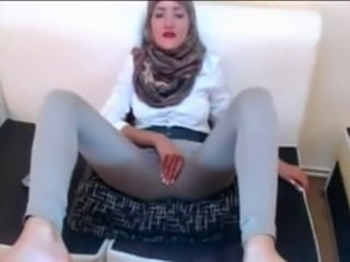 Hijabi playing concerning her pussy