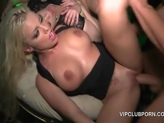 Hot babes and muscled guys fucking in VIP hardcore 4som
