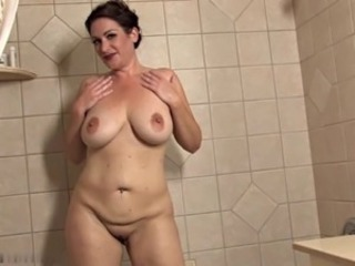 Big Tits Chubby Mature Mom Natural Showers