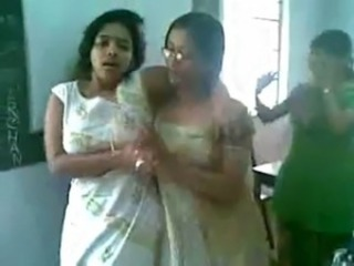 Hot Indian college girls dancing & boobs decree free