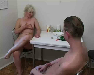 Amateur Chubby Kitchen Mature Mom Old and Young Russian