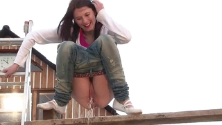 Extreme Pissing Peeing Girl Hd Videos