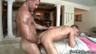 Dude With Perfect Body Gets Gay Rubbing