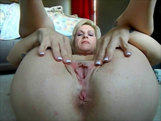 Mom Cams Her Puckering Butthole