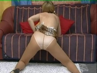 Mature Girl Have Fun 01 Cut short