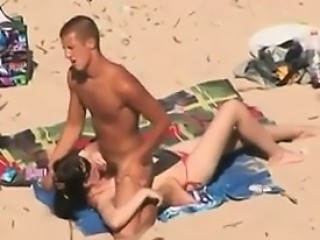 Couple Watched Fucking Outside At The Beach