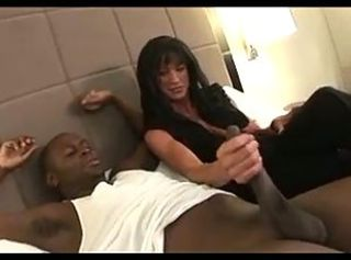 MUSCLE MILF NEEDED TO WORKOUT BBC!!!