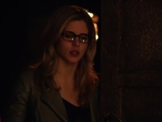 Emily Bett Rickards - Arrow s3e20