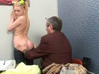Blowjob for a horny motor coach