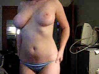 "Busty Chick On Webcam"" class=""th-mov"