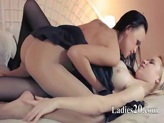 Horny blondie lets loving by big strapon