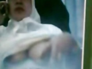 Asian Webcam - Hijab Girl in chat showing her boobs
