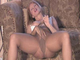"pantyhose and play"" class=""th-mov"