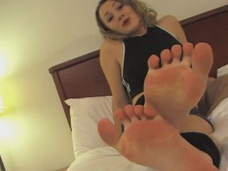Ayla Sweaty Footjob
