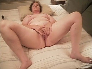 Amateur Chubby Homemade Masturbating Mature Wife