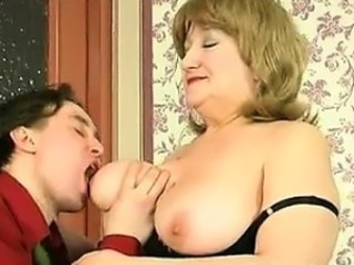 Playing Thither Her Mature Russian Boobs