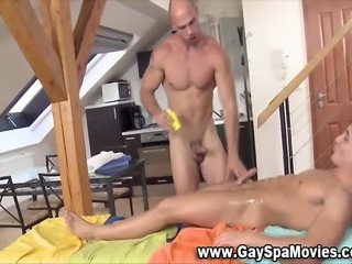 Naughty masseur hunk tugs stiff honourable amateur cock