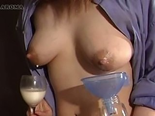 The mother's milk squeezes out 2