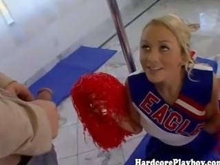 Flexible teen cheerleader loves rub-down the cock