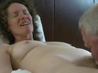 "Linda gets a tonguing"" class=""th-mov"