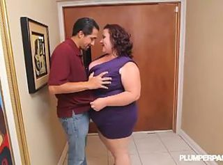 BBW Son Lynn offers a blowjob as contrasted with of rent _: monster boobs chunky natural tits chubby