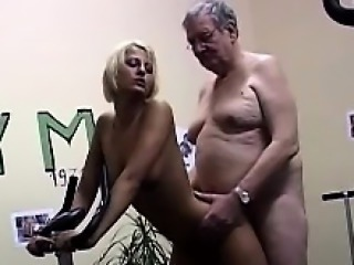 Horny grandpa fucks a gorgeous young blondie in make an issue of gym